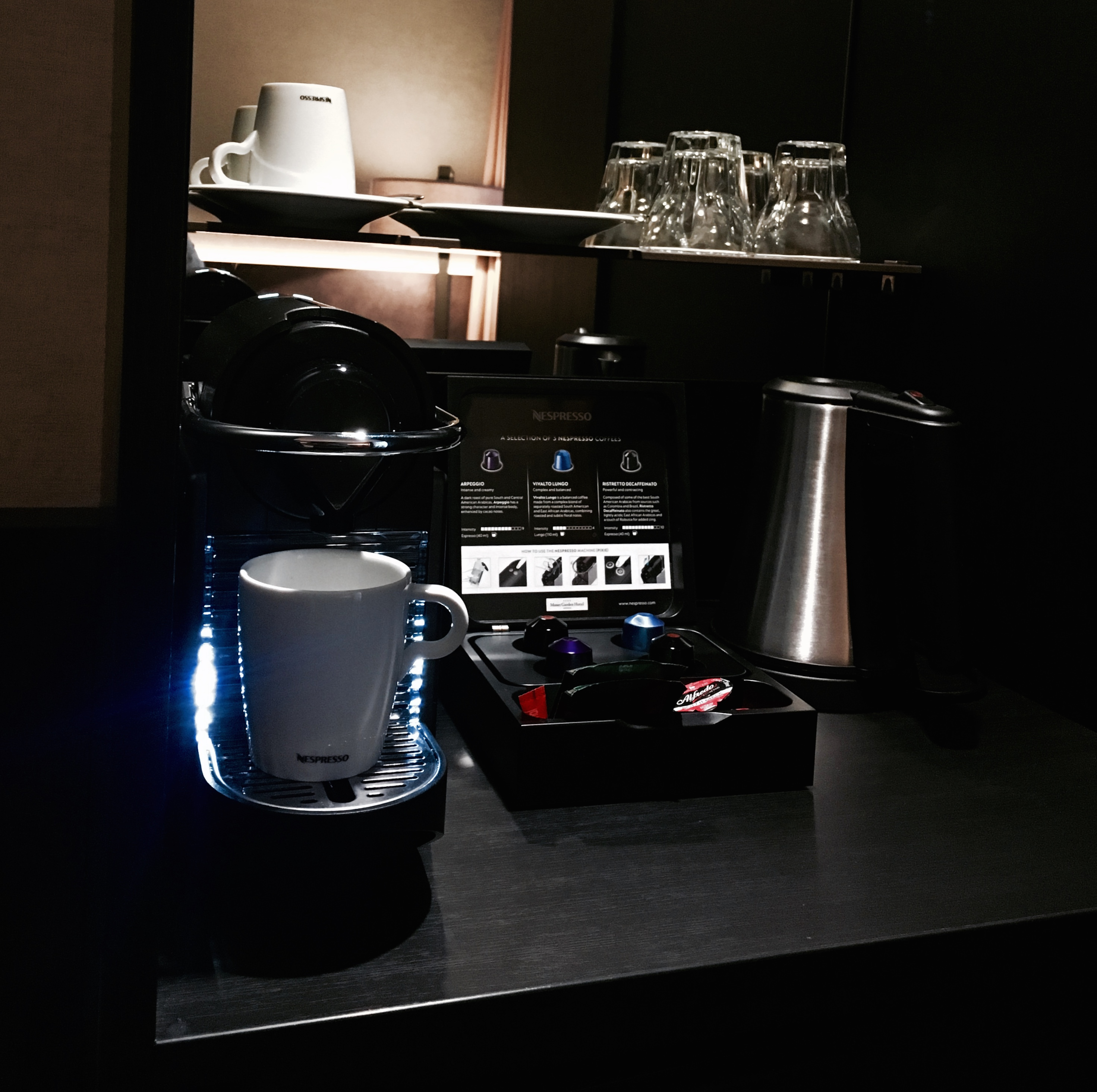 Espresso Maschine Im Zimmer, Die Kapseln Werden Täglich Aufgefüllt